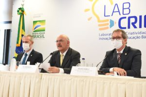 É preciso capacitar professores para mundo pós-pandemia, diz ministro